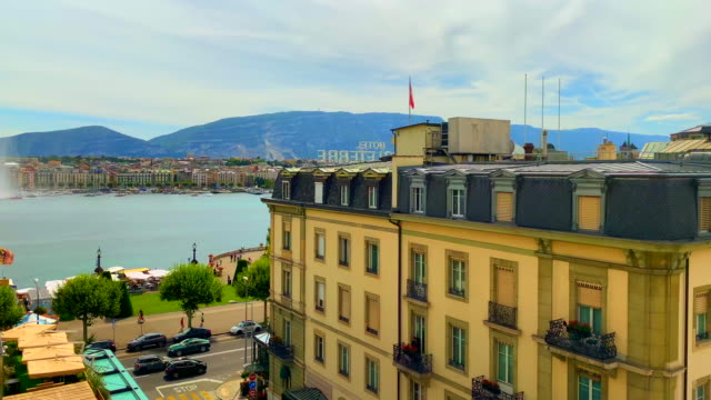 cityscape and lake geneva in a sunny day with mountain - gebäudefront stock-videos und b-roll-filmmaterial