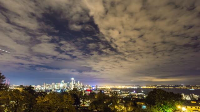 vídeos de stock e filmes b-roll de paisagens urbanas e horizonte de seattle, dawn timelapse 4 k - space needle