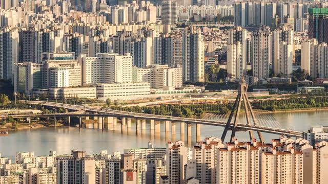 cityscape and traffic on olympicdaegyo bridge near han river / songpa-gu, seoul, south korea - cable stayed bridge stock videos & royalty-free footage