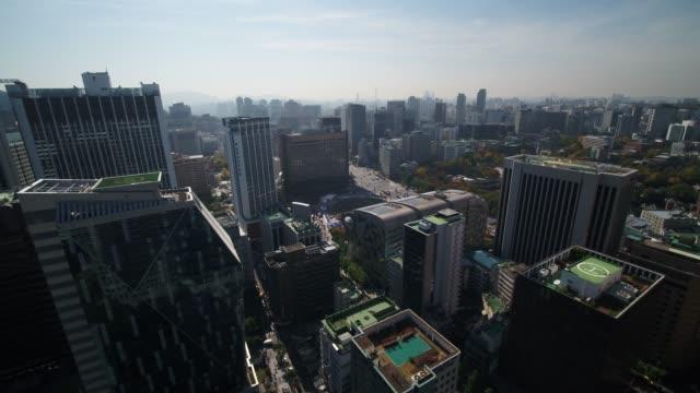 cityscape around seoul city hall, south korea - hubschrauber landeplatz stock-videos und b-roll-filmmaterial