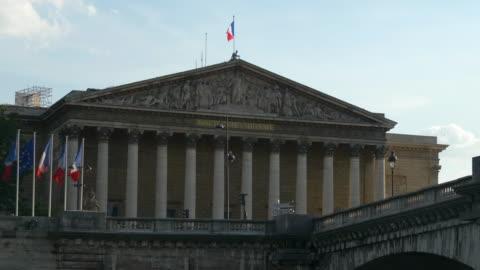 vidéos et rushes de paysage urbain - assemblée nationale à paris - lieu touristique