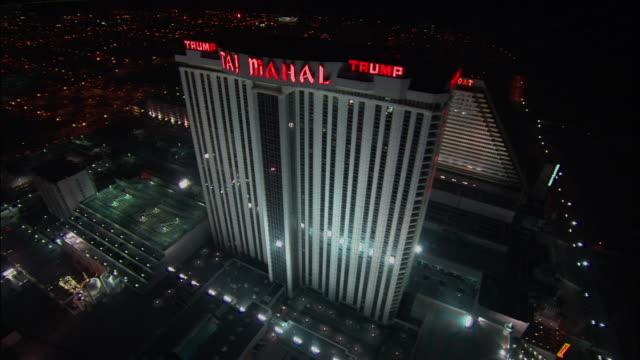 vídeos de stock, filmes e b-roll de aerial, cityscape at night, atlantic city, new jersey, usa - escrita ocidental