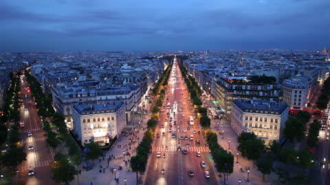 stockvideo's en b-roll-footage met ws ha cityscape at night / paris, france - brede straat