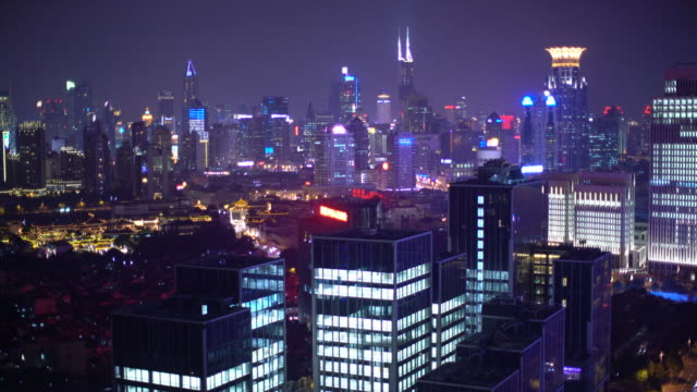 vidéos et rushes de ws cityscape at night, shanghai, china - shanghai
