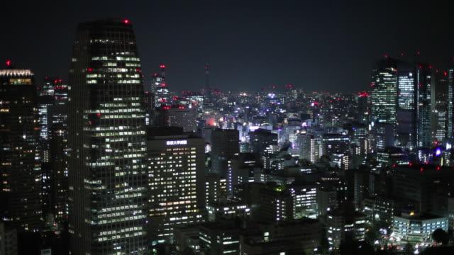 ws ha cityscape at night / tokyo, japan - オフィスビル点の映像素材/bロール