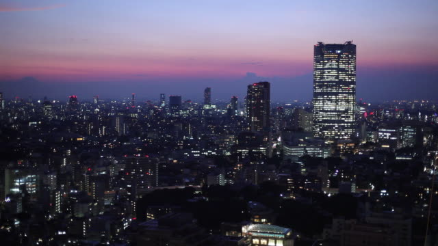 ws ha cityscape at sunrise / tokyo, japan - alba crepuscolo video stock e b–roll