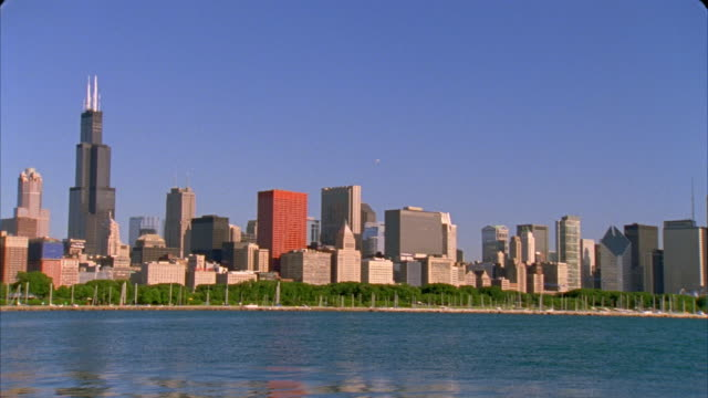 ms, pan, cityscape by lake, chicago, illinois, usa  - two prudential plaza stock videos & royalty-free footage