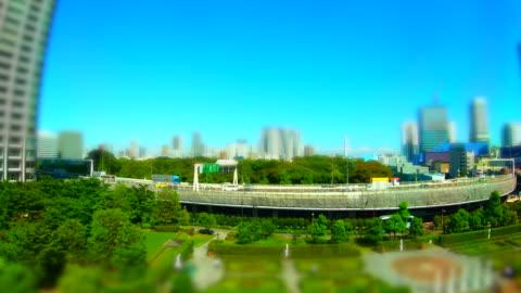 電車の窓から見た街並み 東京/チルトシフト - 内部点の映像素材/bロール