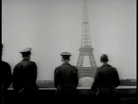 vídeos y material grabado en eventos de stock de cityscape german officials in car l'arc de triomphe bg german officials on balcony eiffel tower bg cu hitler looking ws hotel building 'ritz' car... - arco del triunfo parís