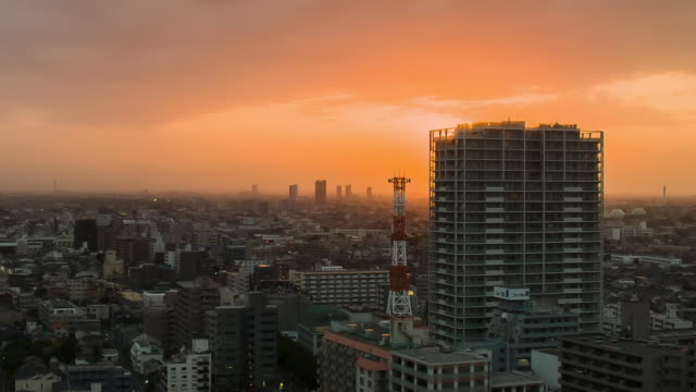 stockvideo's en b-roll-footage met cityscape in sunset. - schemering