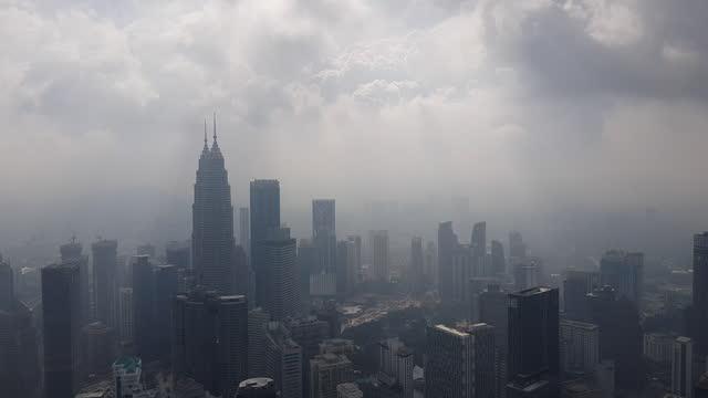 cityscape / kuala lumpur, malaysia - turmspitze stock-videos und b-roll-filmmaterial