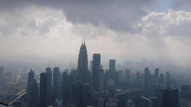 cityscape / kuala lumpur, malaysia - petronas twin towers stock videos & royalty-free footage