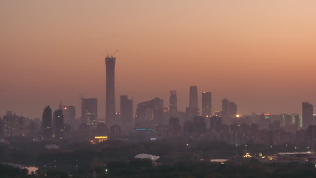 t/l zi cityscape of beijing in air pollution, dusk to night transition - smog stock videos & royalty-free footage