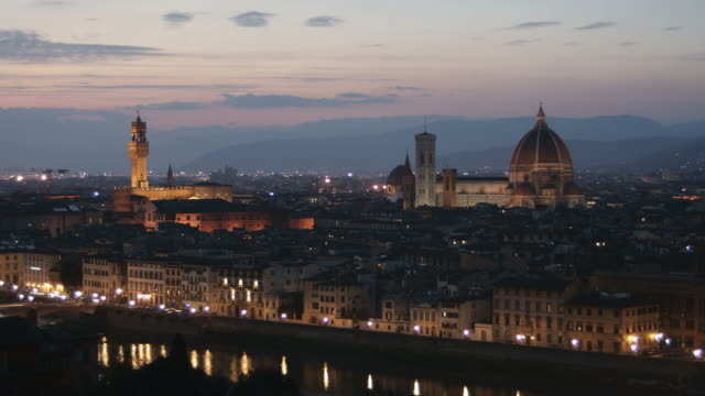 ws t/l cityscape of florence with palazzo vecchio and santa maria del fiore at dusk / florence, tuscany, italy - fiore stock videos & royalty-free footage