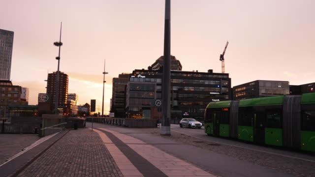 stockvideo's en b-roll-footage met stadsgezicht van malmö, zweden en het woon-werkverkeer in de stad - bus