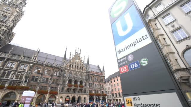 Stadtbild von quadratischen Marienplatz in München