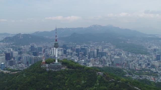 cityscape of n seoul tower (landmark tower) / jung-gu, seoul, south korea - 水の形態点の映像素材/bロール