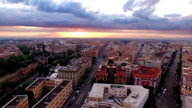vídeos y material grabado en eventos de stock de cityscape of rome at morning - rome italy