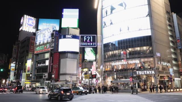 cityscape of tokyo, shibuya crossing at night - billboard video stock e b–roll