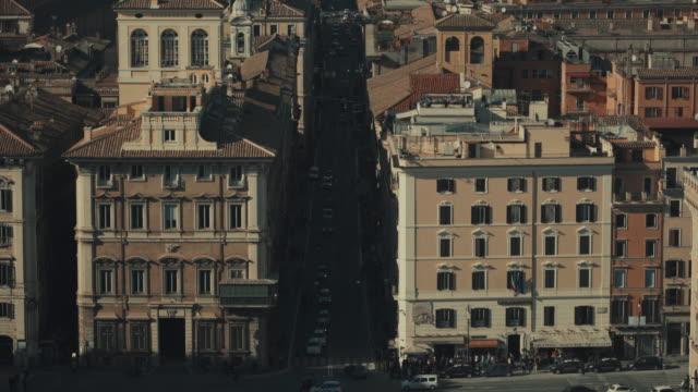 paesaggio urbano di roma, via del corso e a 4 k - rome italy video stock e b–roll