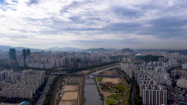 vídeos y material grabado en eventos de stock de cityscape of yangcheon-gu and yeongdeungpo-gu district with anyangcheon stream / seoul, south korea - terrenos a construir