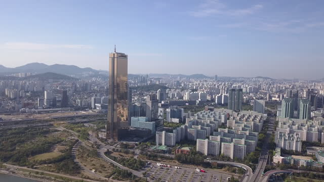 vídeos y material grabado en eventos de stock de cityscape of yeouido financial district with 63 building / yeongdeungpo-gu, seoul, south korea - señal de nombre de calle