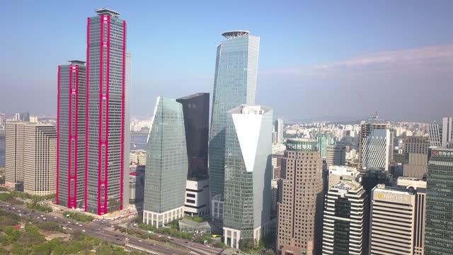 stockvideo's en b-roll-footage met cityscape of yeouido financial district / yeongdeungpo-gu, seoul, south korea - straatnaambord