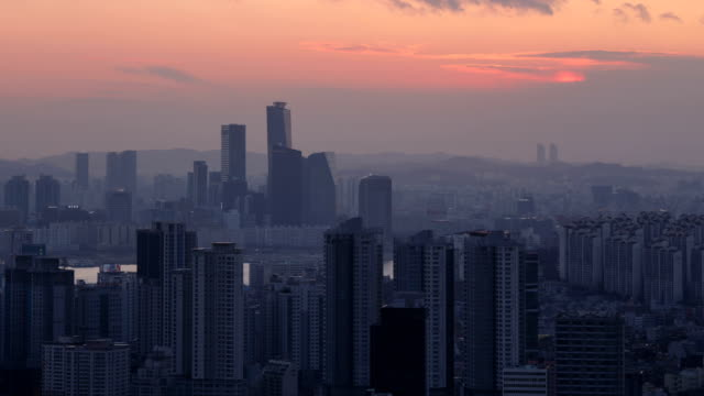 cityscape of yongsan-gu area and yeouido area at sunset to night - sunset to night stock videos & royalty-free footage
