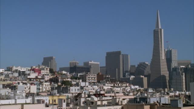 ws cityscape, san francisco, california, usa - 尖り屋根点の映像素材/bロール