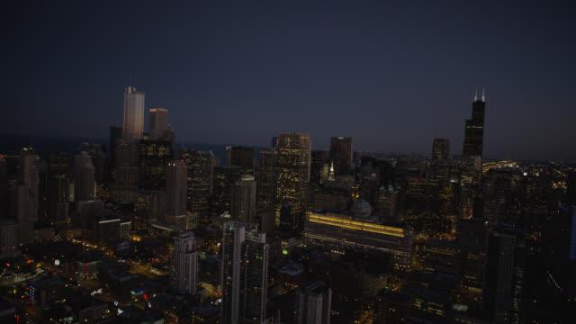 ws pov cityscape - シアーズタワー点の映像素材/bロール