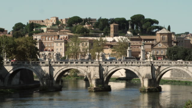 ws cityscape with ancient bridge / rome, italy - テベレ川点の映像素材/bロール