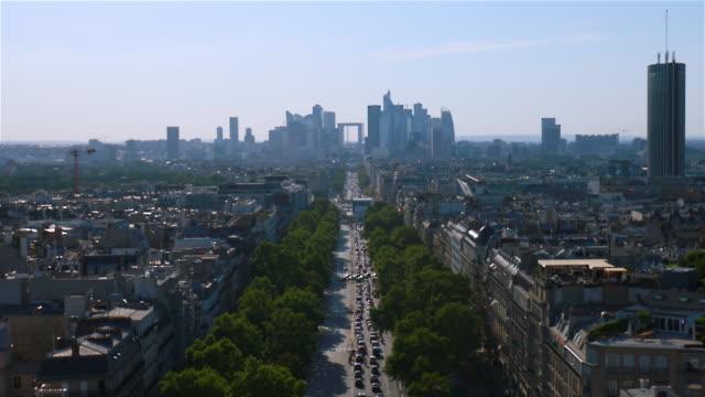 vidéos et rushes de cityscape with avenue - circulation routière