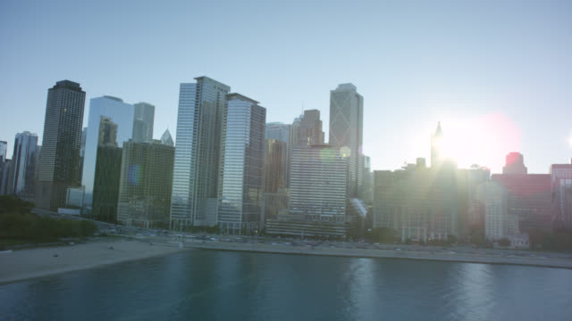 ws pov cityscape with boats - chicago river stock videos & royalty-free footage
