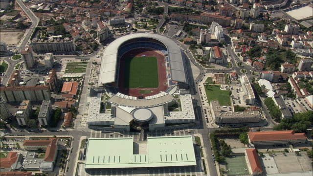 stockvideo's en b-roll-footage met aerial ws td cityscape with football stadium / coimbra, portugal - ellips