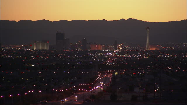 HA WS Cityscape with mountains in background at dusk, Las Vegas, Nevada, USA