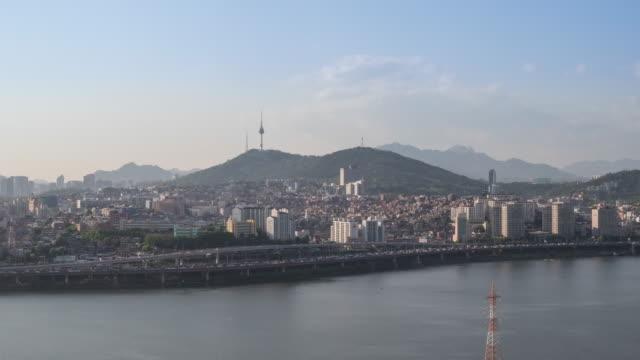 stockvideo's en b-roll-footage met cityscape with n seoul tower and gangbyeon expressway / han river, yongsan-gu, seoul, south korea - straatnaambord