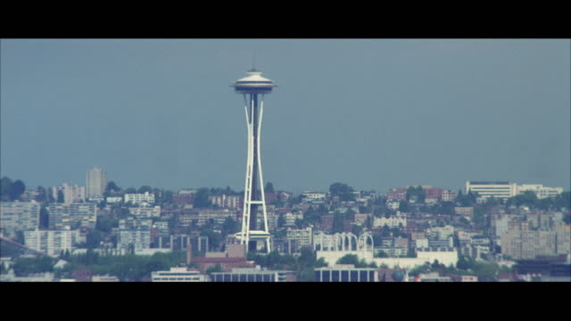 ws ha cityscape with space needle / seattle, washington, usa - space needle bildbanksvideor och videomaterial från bakom kulisserna