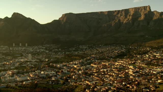 WS HA PAN Cityscape with Table Mountain and Lion's Head at sunset, Cape Town, Western Cape Province, South Africa