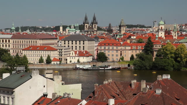 ws ha cityscape with tyn church in distance / prague, czech republic - stare mesto stock videos & royalty-free footage