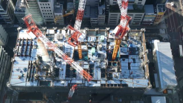 4 K Stadtansichten Kran und Bau