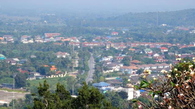 vídeos de stock, filmes e b-roll de cidade, tailândia, vista do topo - ângulo agudo