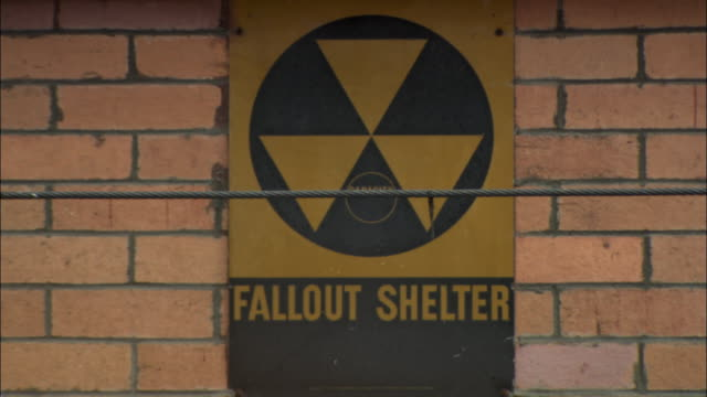 ms civil defense fallout shelter sign on brick wall / new york city, new york, usa - 防空壕点の映像素材/bロール