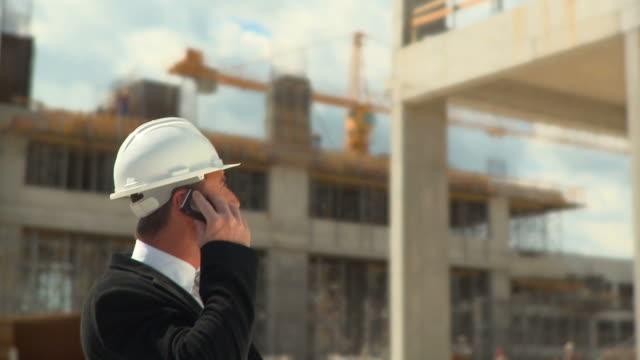 vídeos de stock e filmes b-roll de hd: engenheiro civil - engenheiro civil