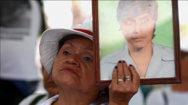 Civil organisations presented Thursday a legal project to Salvadoran Congress demanding compensation for victims of human rights violations during...