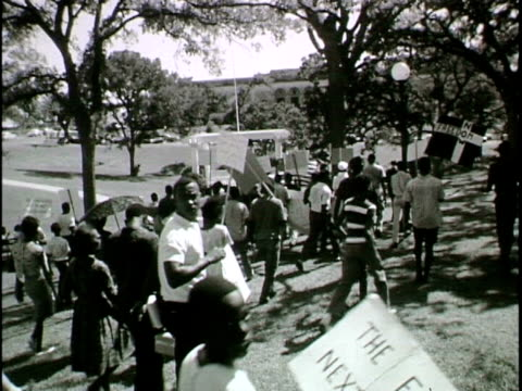 naacp civil rights demonstration is disrupted by pro-segregationists - marciare video stock e b–roll