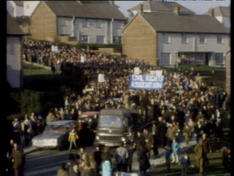 civil rights demonstrators fill road through creggan estate at start of march which ended in bloody sunday shootings londonderry 30 jan 72 - sonntag stock-videos und b-roll-filmmaterial