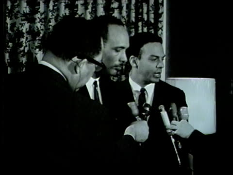 vídeos de stock e filmes b-roll de wgn civil rights leaders al raby andrew young talk to reporters during 1966 chicago illinois - 1966