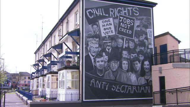 civil rights wall mural on house derry, derry, northern ireland - derry northern ireland stock videos & royalty-free footage