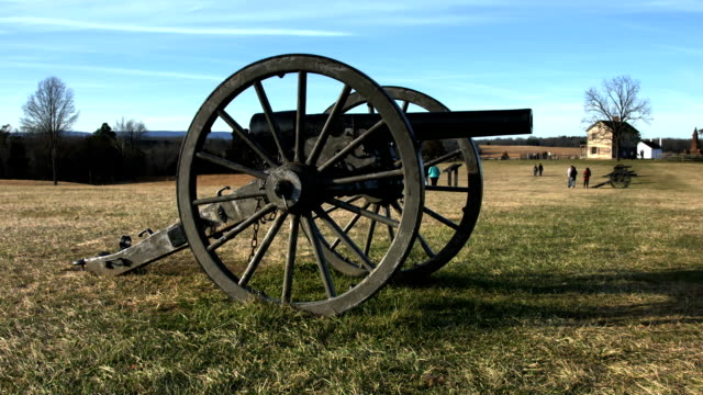 civil war cannon at manassas national battlefield park - gettysburg stock videos & royalty-free footage