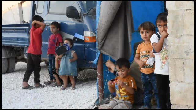 civilians living in syria's northwestern idlib province fearing a possible assault by the assad regime and its allies are looking to turkey to ensure... - civilperson bildbanksvideor och videomaterial från bakom kulisserna